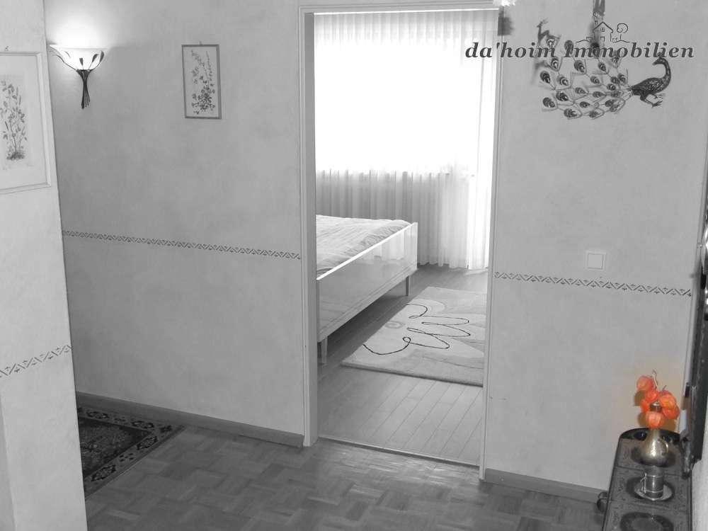 renovierte 3 zi etw mit aufzug in gepflegter wohnanlage da 39 hoim immobilien hochschwarzwald. Black Bedroom Furniture Sets. Home Design Ideas
