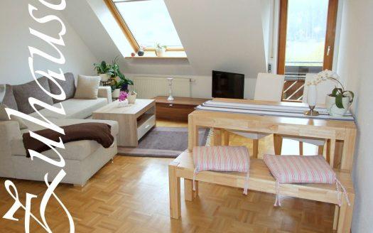 2-Zimmer Dachgeschoss Eigentumswohnung mit Südbalkon in Lenzkirch. Moderne Ausstattung mit Parkett. Duschbad. Ideal als Ferienwohnung, aber auch Festwohnsitz oder Vermietungsobjekt. Renditeberechnung über unser Büro erhätlich. Kaufpreis 69.500,- €