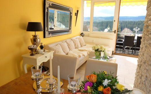 Elegante und geschmackvoll eingerichtete Eigentumswohnung mit sensationellen Blick. Mitten im Hochschwarzwald. Schwimmbad im Haus. Die ideale Ferienwohnung ohne Einrichtungsstress.