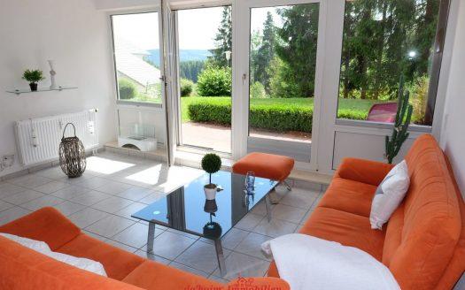 Modernes Appartement in ruhiger Erdgeschoss-Lage im Hochschwarzwald - die perfekte Ruheoase im Grünen.