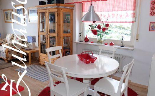 Möbliertes 2-Zimmer Appartement mit Feldbergblick zu verkaufen im sonnenverwöhnten Lenzkirch-Kappel. Gebäude mit Schwimmbad und Sauna.