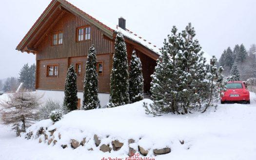 Massivholz Einfamilienhaus mit Einliegerwohnung in Feldberg-Falkau, Hochschwarzwald in sonniger, nebelfreier Aussichtslage, Carport und Garage.