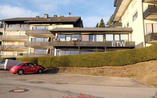 Appartement im Hochschwarzwald mit Süd-Balkon in schöner, sonniger und nebelarmer Aussichtslage. Mit Schwimmbad/Pool und Saunalandschaft. Lenzkirch-Kappel.