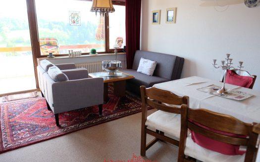 dahoim Immobilien verkauft: Kuschelige 3-Zimmer Eigentumswohnung in Lenzkirch in schöner Aussichtslage. Ihr Immobilienbüro für Wohn- und Ferienimmobilien im Hochschwarzwald.