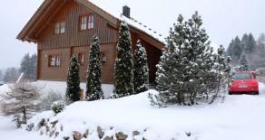 Massivholz Einfamilienhaus mit Einliegerwohnung, Aussichtslage Feldberg-Falkau